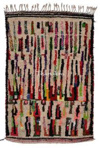 Tapis d'azilal multicolore sur fond blanc